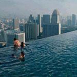 حمام سباحة في الطابق الــ 57 من مارينا باي ساندز كازينو - سنغافورة