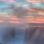 غروب الشمس على شلالات إجوازو ، البرازيل