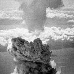 سحابة الناتجة من إسقاط قنبلة نووية على ناجازاكي في اليابان 1945 وكان ارتفاع السحابة 18 كم