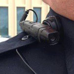وضع كاميرات صغيرة على ملابس ضابط الشر...