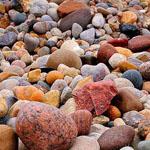 طئ الصخور الملونة على بحيرة هورون Lake Huron بولاية ميشيغان الأمريكية