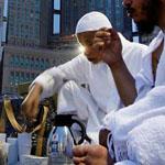 صورة جميلة لمشهد الإفطار عند المسجد ا...