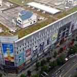 في الصين هناك منازل بنيت على سطح مركز تسوق.