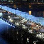 نافورة مياه تحت جسر في اليابان،، رااائعه