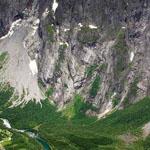 منظر جوي مدهش لمنطقة تسمى بالجدار الصخري في وادي Romsdalen النرويج !