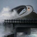 مشهد واقعي مخيف  جسر في النرويج