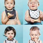 اطفال أثناء تناولهم الليمون ليظهرون ب...