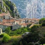 قرية جميلة في جبالRougon فرنسا
