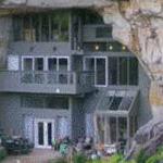منزل ضمن الجبل منظر جميل