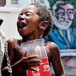 رغم الألم والفقر تجده يستمتع بما يملك