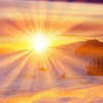 شروق الشمس الجميل على جبال الثلج