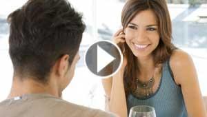 عضلات البطن وابتسامة الرجل ويديه اول ما تلفت نظر المرأة اليه