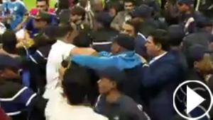 نهائي البطولة العربية ينتهي باعتداء عنيف على حكم المباراة.. فيديو