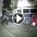 هكذا نجا سائق هذه السيارة من وابل رصاص الشرطة.. فيديو