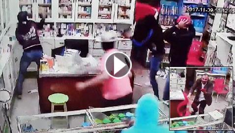 فيديو مرعب.. إعتداء وحشي بالسيوف على صيدلية في مصر