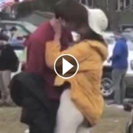 ابنة أوباما تتبادل القبلات مع مراهق بريطاني في هارفارد