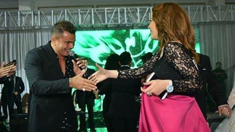 نجمة المسرح سارة درزاوي تنشر صورتها مع عمرو دياب وتعلق: قلبي يا ناس