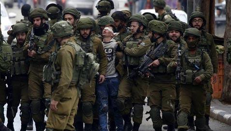 صورة طفل فلسطيني محاط بـ 20 جنديا إسرائيليا تثير الجدل
