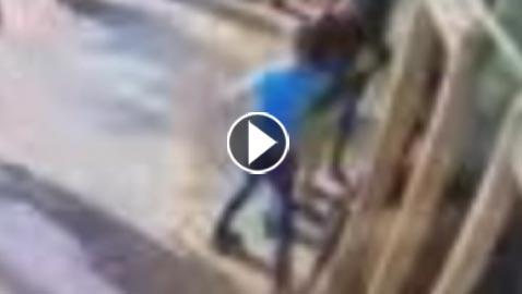 شاهدوا لحظة طعن حارس أمن إسرائيلي بالقدس.. فيديو