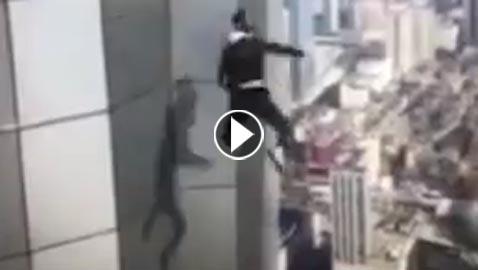 بالفيديو.. وفاة المغامر المتهور الصيني بعد سقوطه من ارتفاع 62 طابقا