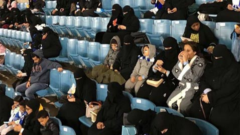 صور تاريخية.. السعوديات في المدرجات