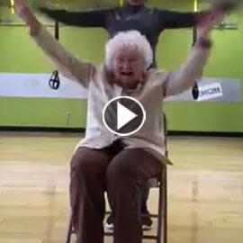 فيديو لتسعينية في صالة التمارين الرياضية