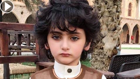 صور وفيديو طفل سعودي يثير ضجة بمواقع التواصل لوسامته وعصبيته