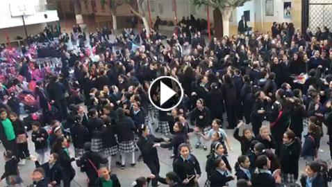فيديو طالبات مدرسة مصرية في طابور الصباح يرقصن على انغام 3 دقات