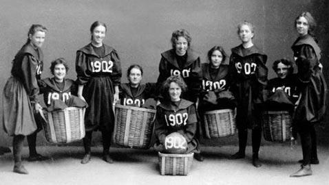 صور أوائل النساء اللاتي شاركن في الألعاب الرياضية