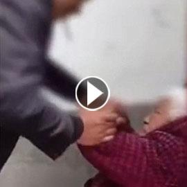 فيديو صادم.. ابن يضرب أمه العجوز بوحشية
