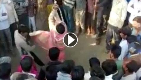 هندي يجلد زوجته 100 مرة أمام الناس بسبب خيانتها له