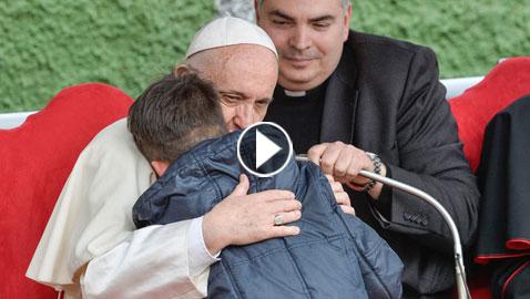 بالفيديو: هل كذب البابا فرنسيس على طفل سأله ان كان أباه الملحد في الجنة؟