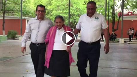 مكسيكية في السادسة والتسعين تحقق حلمها بارتياد المدرسة الثانوية.. فيديو وصور
