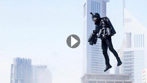 بالفيديو..الرجل الحديدي يحلق في سماء دبي