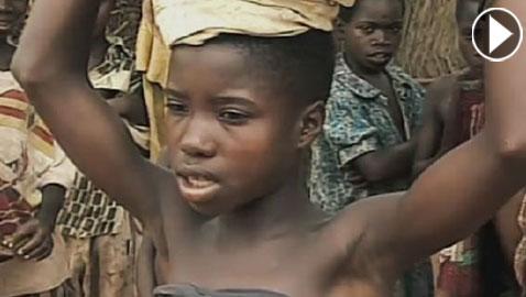 بالفيديو.. فتاة (7 أعوام) احتجزت كزوجة للآلهة