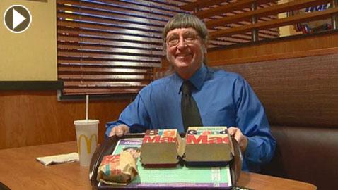 أمريكي يحقق رقماً قياسياً بتناول 30 ألف وجبة ماكدونالدز.. فيديو وصور