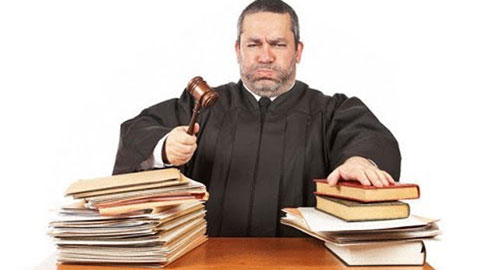 قضايا غريبة جدا وصلت المحاكم: هل وافق القاضي على دعواهم؟؟