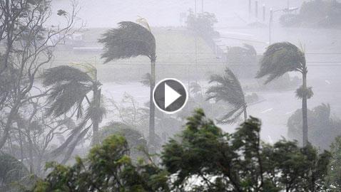 بالفيديو والصور.. إعصار مكونو يضرب سواحل عُمان ويتسبب في وفاة طفلة