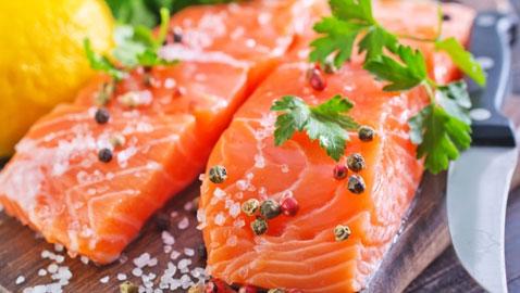 تناول الأسماك الزيتية في رمضان مفيدة لصحة القلب