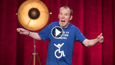 بالفيديو: ابكم مصاب بالشلل الدماغي يفوز بجائزة (غوت تالنت)!