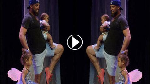 فيديو طريف: أب رائع يرقص الباليه مع ابنته على المسرح ليشجعها بعد ان بكت