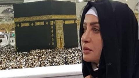 الفنانة لطيفة التونسية تنشر صورتها في الحرم المكي وتشكر خادم الحرمين