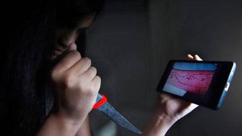 انتحار فتاتين اردنيتين بسبب الحوت الأزرق، ووزير الاتصالات يحجب اللعبة!