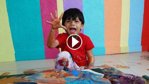 طفل فنان في الرابعة يبيع لوحاته بآلاف الدولارات