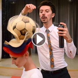 مصفف شعر روسي يبتكر تصفيفة شعر غريبة لكأس العالم! فيديو