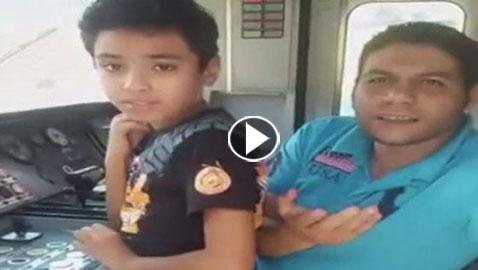 فيديو صادم: ابن 9 سنوات يقود قطاراً في مصر