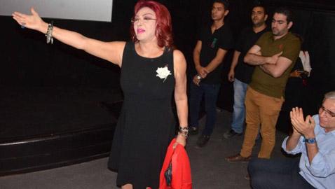 صور نبيلة عبيد بالفستان القصير تعرضها لانتقادات حادة: عيب احترمي سنك!