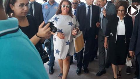 بالفيديو والصور..  نائبة تونسية تثير الجدل وتتعرض لانتقادات لاذعة بسبب فستانها القصير