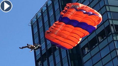 فيديو مروع.. سقوط لمغامر هبط بمظلة من الطابق الـ19