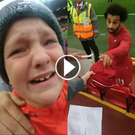 فيديو إنساني مؤثر.. طفل يجهش بالبكاء بعد أن أعطاه محمد صلاح قميصه